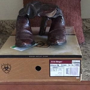 Size 8m Ariat Ginger/Gator Print Choc Boots